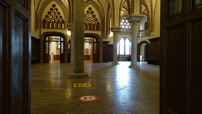 Señales de seguridad en el interior del palacio Gaudí de Astorga.