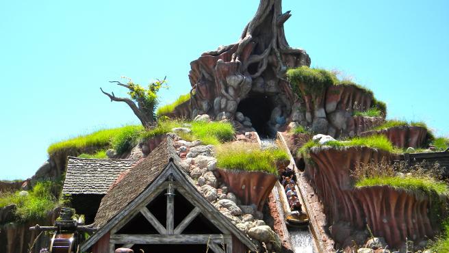 La atracción Splash Mountain en Disneyland, con su aspecto exterior actual.