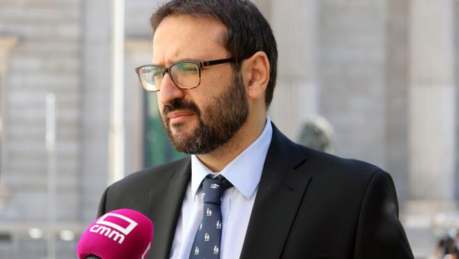 El secretario de Organización del PSOE de C-LM, Sergio Gutiérrez, en declaraciones a los medios