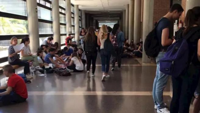 Estudiantes universitarios en imagen de archivo