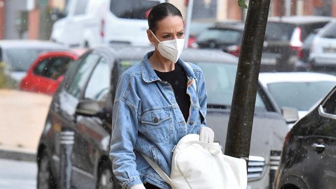 La presentadora Eva González, por las calles de Sevilla el pasado mayo.