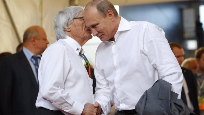 Bernie Ecclestone saluda a Vladimir Putin durante un GP de Rusia