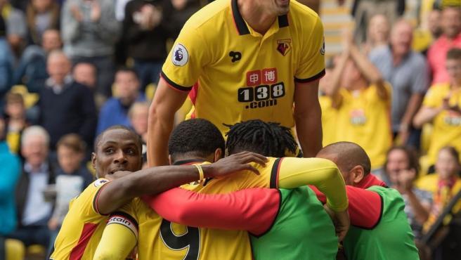 Los jugadores del Watford celebran un gol