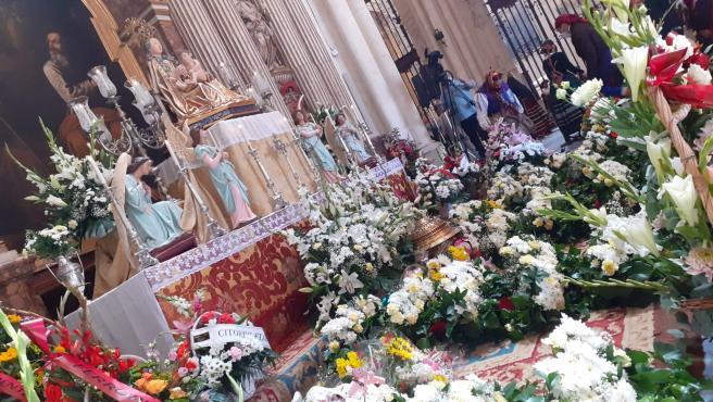 Ofrenda floral en honor a Santa María La Mayor en Burgos.