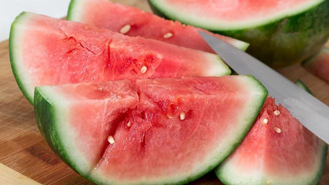 La sandía, con más de un 90% de agua, es la fruta más característica del verano.