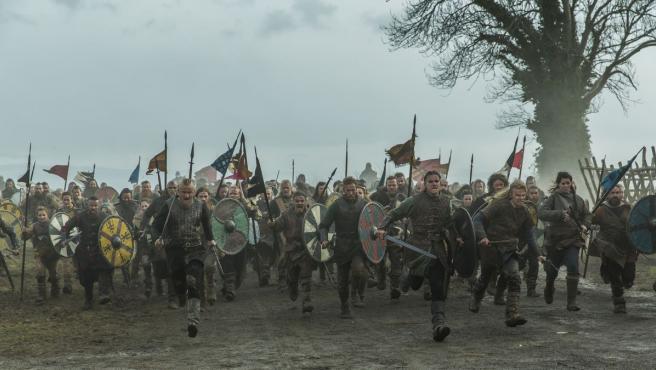 La ficción vikinga está protagonizada por el héroe Ragnar Lothbrok, que se subleva para convertirse en el rey de las tribus vikingas. Eso sí, como los seguidores de series como Juego de tronos bien saben, en el caso de la ficción de Michael Hirst (Los Tudor) también es mejor no encariñarse demasiado con los personajes. Imprescindible para fans de la violencia y el rigor histórico.