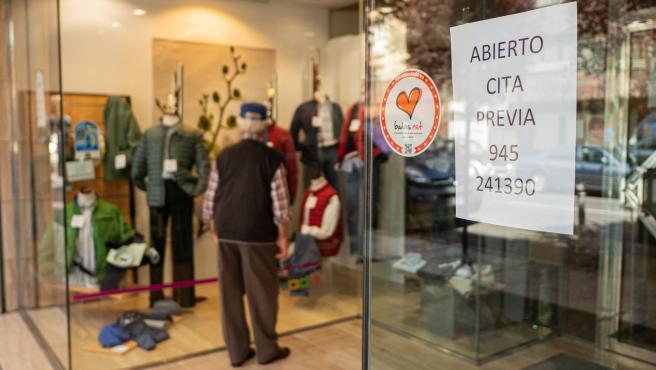 Apertura de pequeños comercios. Vitoria-Gasteiz. Medidas de protección limpieza, tiendas de ropa, zapaterias.