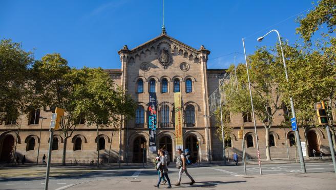 El Govern y las universidades prevén un modelo híbrido presencial y virtual
