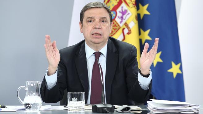 El ministro de Agricultura, Pesca y Alimentación, Luis Planas, interviene en su comparecencia en rueda de prensa posterior al Consejo de Ministros celebrado en Moncloa, Madrid (España), a 30 de junio de 2020.