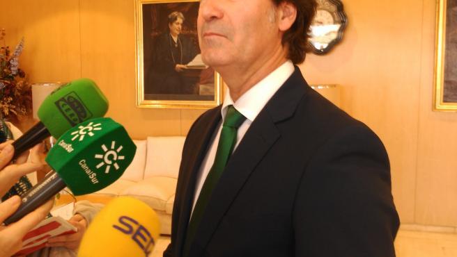 El presidente de la Confederación de Empresarios de Sevilla (CES), Miguel Rus, en una atención a medios