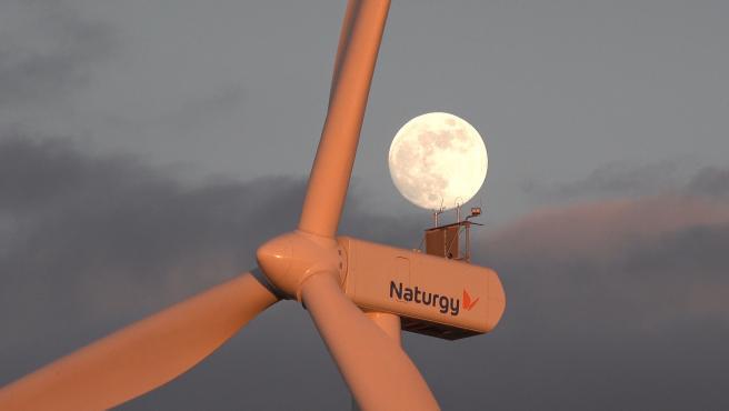 Imagen de un aerogenerador en uno de los parques de Montes Torozos.