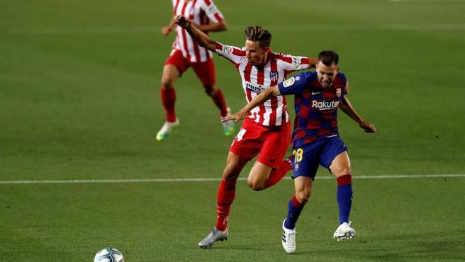 Llorente y Alba, durante un momento del partido.