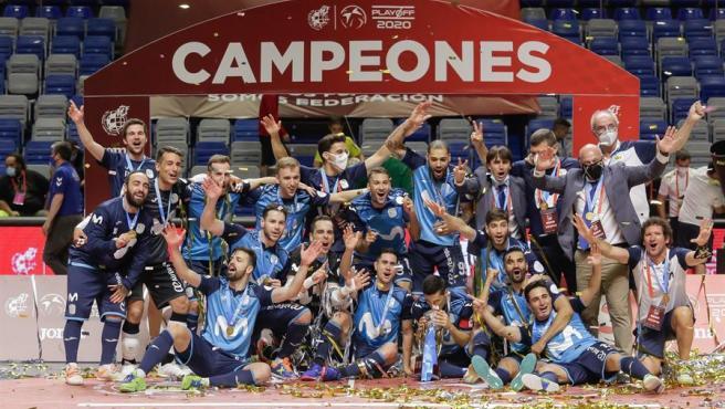 Los jugadores del Movistar Inter celebran el título de liga.