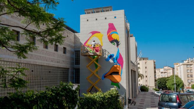 Obra dedicada al colectivo transexual ejecutado por el artista malagueño Curro Leyton en Estepona