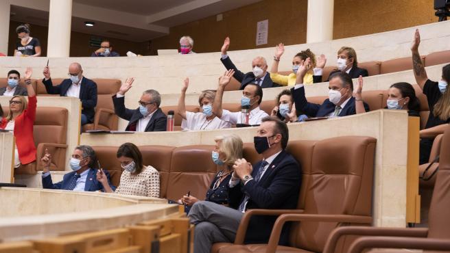 Pleno del Parlamento de Cantabria. Votaciones debate sobre el estado de la región