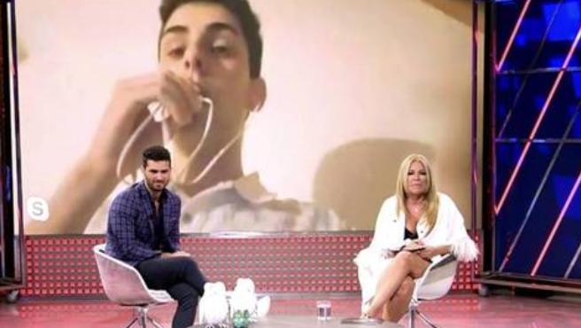 Suso Álvarez y Cristina Tàrrega hablando con un espectador de 'Animales nocturnos'.