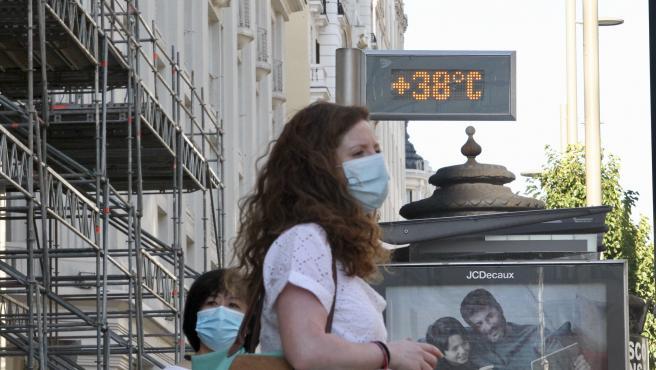 Un termómetro de Madrid marca 38 grados el 29 de junio de 2020.