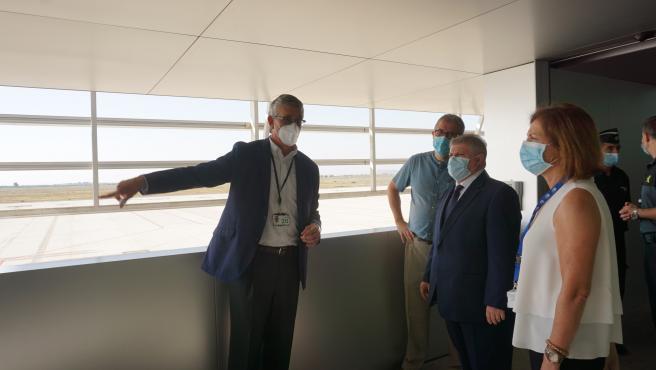 El delegado del Gobierno visita las instalaciones del aeropuerto de Corvera