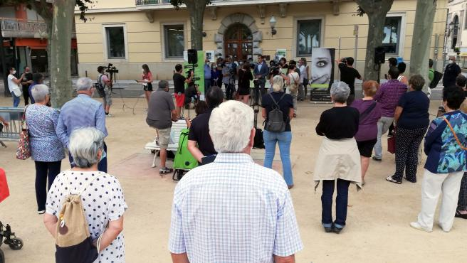 Manifestación de condena al ataque con sosa cáustica a una mujer y su hija en Sant Feliu de Guíxols.