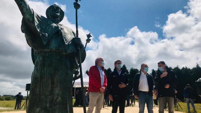 Monumento del Monte do Gozo, donde han iniciado el recorrido tras elcovid el presidente de la Xunta, Alberto Núñez Feijóo, junto al alcalde de Santiago, Xosé Sánchez Bugallo, el conselleiro de Cultura e Turismo, Román Rodríguez