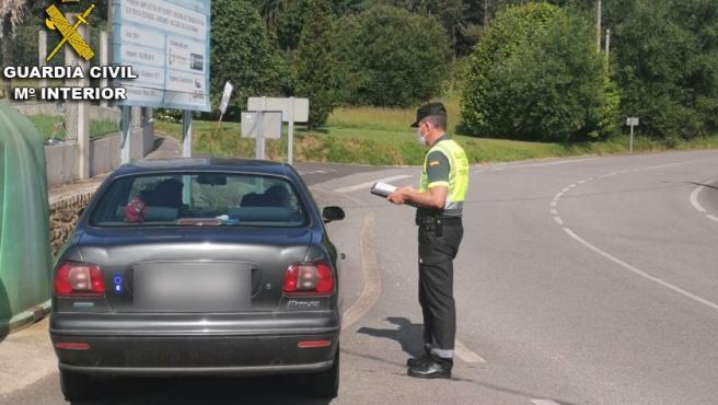Control de tráfico de la Guardia Civil en A Estrada (Pontevedra).