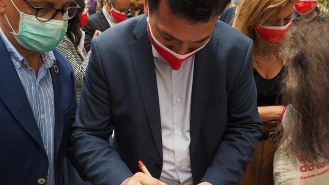 El candidato del PSdeG a la Presidencia de la Xunta, Gonzalo Caballero, en el acto en Ourense