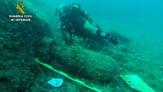 Localizan una carga explosiva antisubmarinos en aguas de Mallorca.