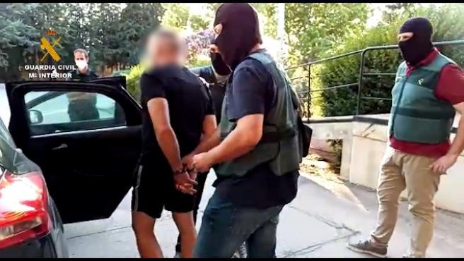 La Guardia Civil ha detenido a Antonio Tejón, el Castaña, uno de los narcotraficantes más conocidos del Campo de Gibraltar, cuando salía de la cárcel de Albolote (Granada), han informado fuentes de la investigación.
