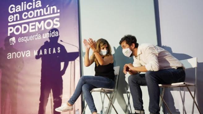 La ministra de Trabajo, Yolanda Díaz, y el candidato a la Presidencia de la Xunta, Antón Gómez-Reino, en un mitin de Galicia en Común en Ourense