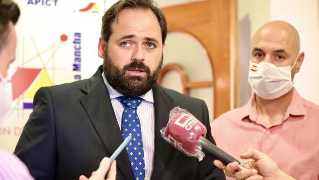Pp Clm (Cortes De Voz Y Fotografías) Paco Núñez Mantiene Una Reunión Con Empresarios Del Calzado De Fuensalida (Toledo). 030620