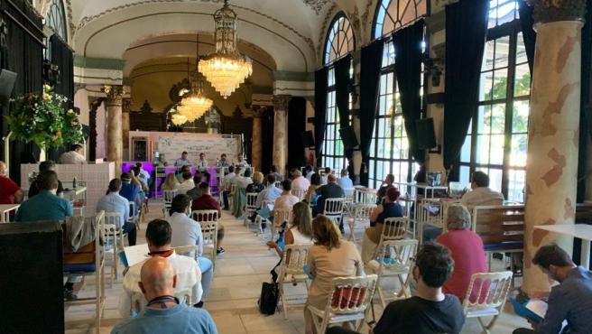 Reunión de empresarios de catering en el Casino de la Exposición para fijar recomendaciones en bodas promovida por la AHS