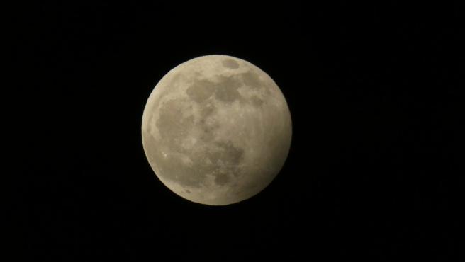 Eclipse penumbral de luna visto el pasado 10 de enero de 2020 desde Pamplona.