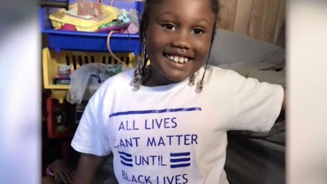 Journei, la niña de 6 años expulsada por llevar una camiseta de 'Black Lives Matter'.