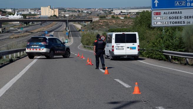 Control de los Mossos en una de las carreteras de la comarca del Sagrià.