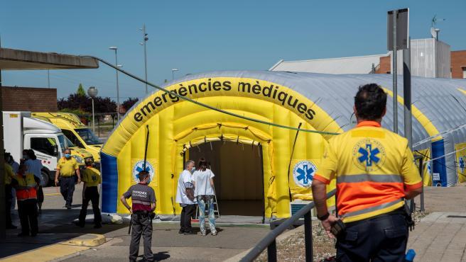 Hospital de campaña instalado junto al Hospital Universitario Arnau de Vilanova de Lleida ante los nuevos brotes de coronavirus.