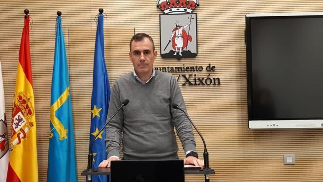 Rubén Pérez Carcedo, concejal de Ciuadadanos en Gijón, en rueda de prensa