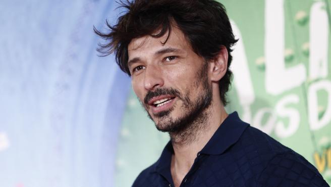 El actor Andrés Velencoso, durante la presentación de la película 'La lista de los deseos'.