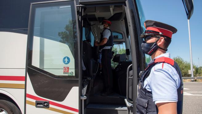 Control policial en la carretera N240 del la comarca del Segria, utilizadaa para ir a las playas de Tarragona.