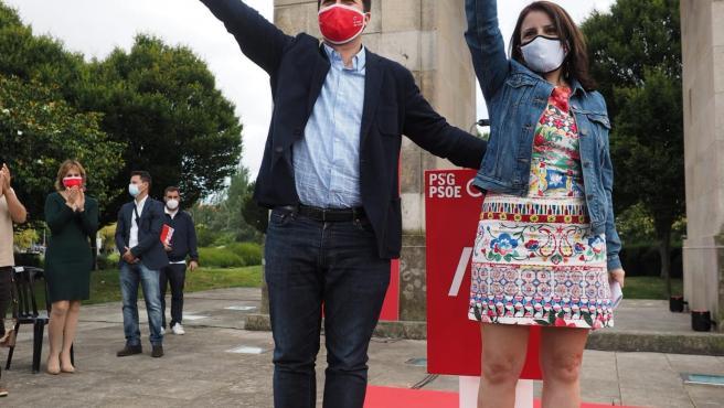 El candidato del PSdeG a la Xunta, Gonzalo Caballero, y la vicesecretaria general del PSOE, Adriana Lastra, en Ferrol