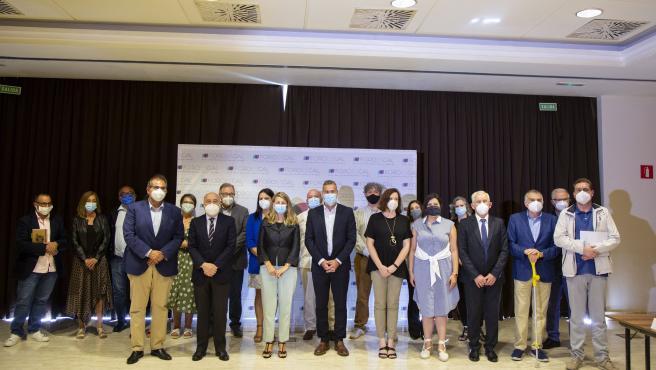 La ministra de Trabajo y Economía Social, Yolanda Díaz, y el delegado del Gobierno en Galicia, Javier Losada, tras reunirse con el Foro pola Economía Social Galega.