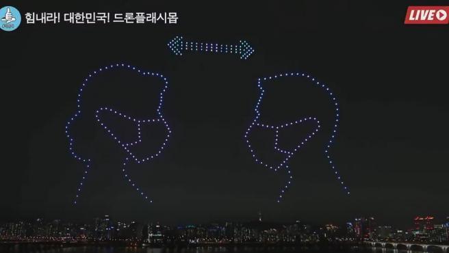 Este baile de drones en el cielo nocturno de Seúl recuerda la necesidad de medidas sanitarias frente al coronavirus