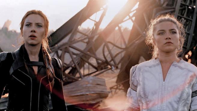 Scarlett Johansson y Florence Pugh sacan las armas en las nuevas imágenes de 'Viuda Negra'