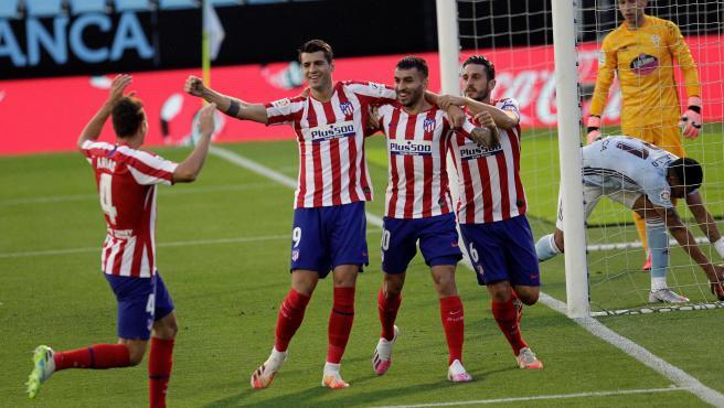 Morata celebra con sus compañeros tras marcar ante el Celta.
