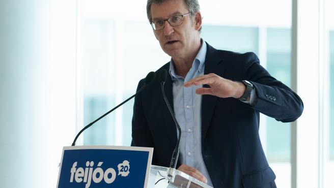 El presidente de la Xunta y candidato a la reelección, Alberto Núñez Feijóo, en un mitin en Vigo, horas antes del inicio de la campaña electoral para los comicios del 12 de julio de 2020.
