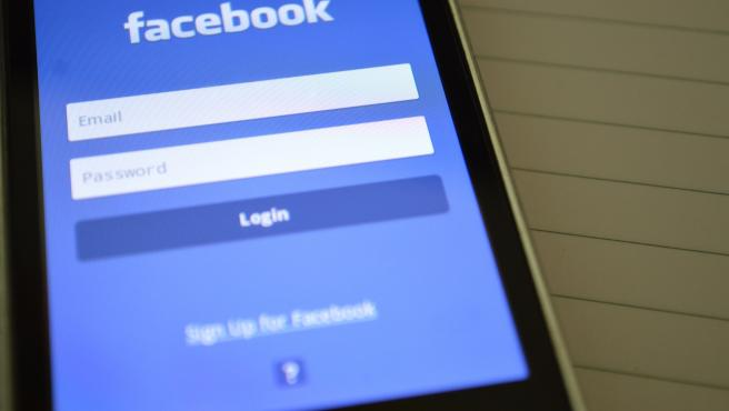 El código oculto de las apps espera a que inicies sesión en Facebook para actuar.