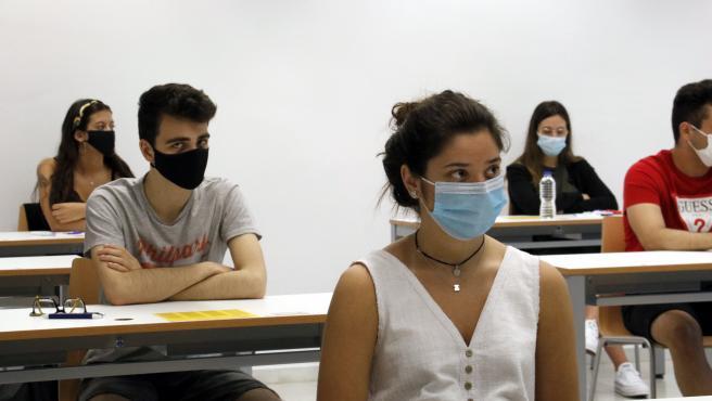 Estudiants en el Campus de Cappont para hacer la Selectividad.