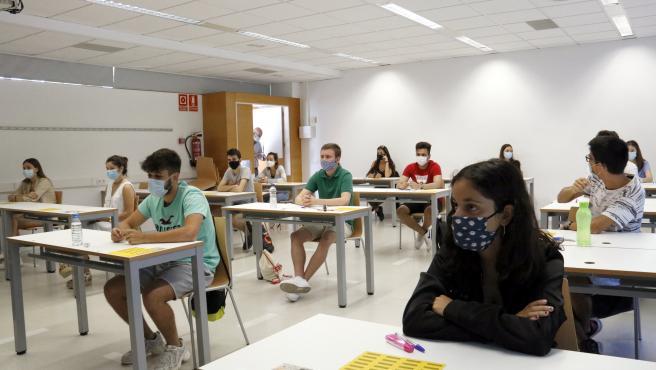 Estudiants a classe al Campus de Cappont per fer els exàmens de selectivitat. Imatge del 7 de juliol de 2020. (Horitzontal)