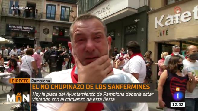Un pamplonés llorando por la cancelación de los Sanfermines.