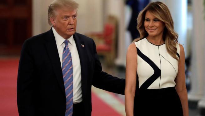 El presidente de EE UU, Donald Trump, y su esposa, Melania Trump, durante una reunión en la Casa Blanca sobre la reapertura de las escuelas en el pais, en el marco de la pandemia del coronavirus.