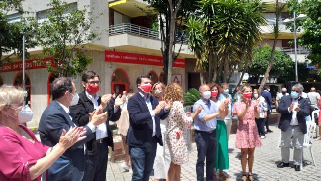 El candidato del PSdeG a la presidencia de la Xunta, Gonzalo Caballero, con el ministro de Sanidad, Salvador Illa, en un mitin en Vigo.